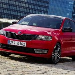 Красный Skoda Rapid Spaceback 2014